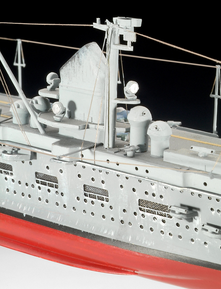 Revell German Aircraft Carrier GRAF ZEPPELIN Scale: 1:720